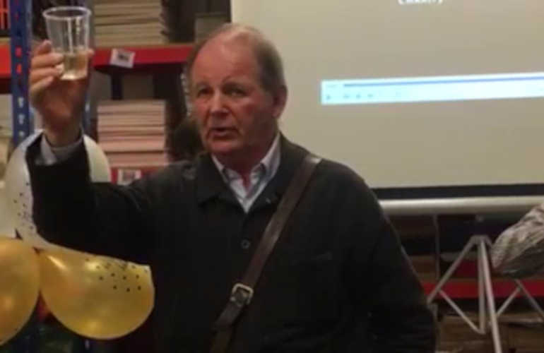 Photo of Sir Michael Morpurgo proposing a toast to Bag Books